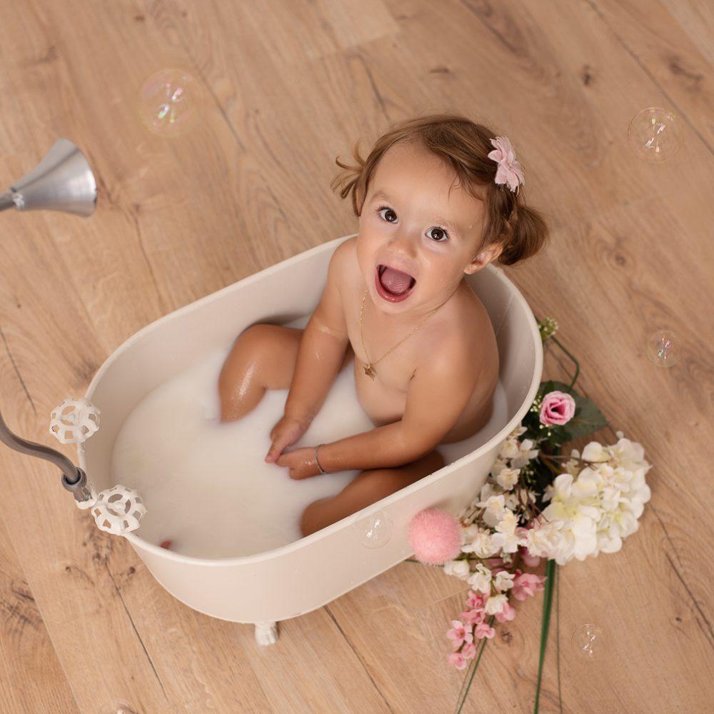 belinda lopez photo bebe enfant bain de lait photographie famille grossesse nouveau-ne maternite photographe bourg-saint-maurice savoie belindalopez.fr-14
